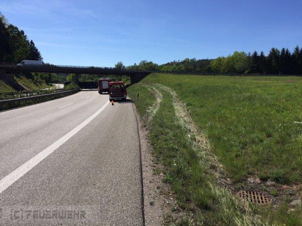 B4 - KFZ Brand - außerorts vom 16.05.2017  |  (C) Feuerwehr VG Rodalben (2017)