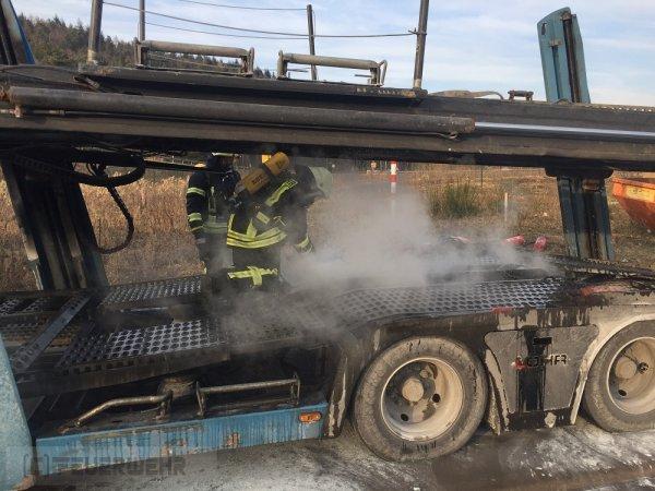 B3 - KFZ Brand innerorts vom 28.02.2018  |  (C) Feuerwehr VG Rodalben (2018)