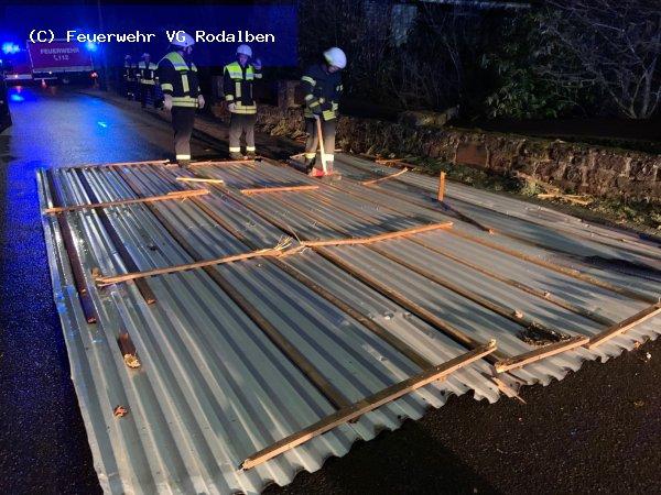 U2.08 - abgedecktes Dach vom 10.02.2020  |  (C) Feuerwehr VG Rodalben (2020)